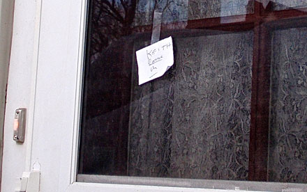 Photo of note on door asking Keith Akins, RPT to come in and tune the piano.